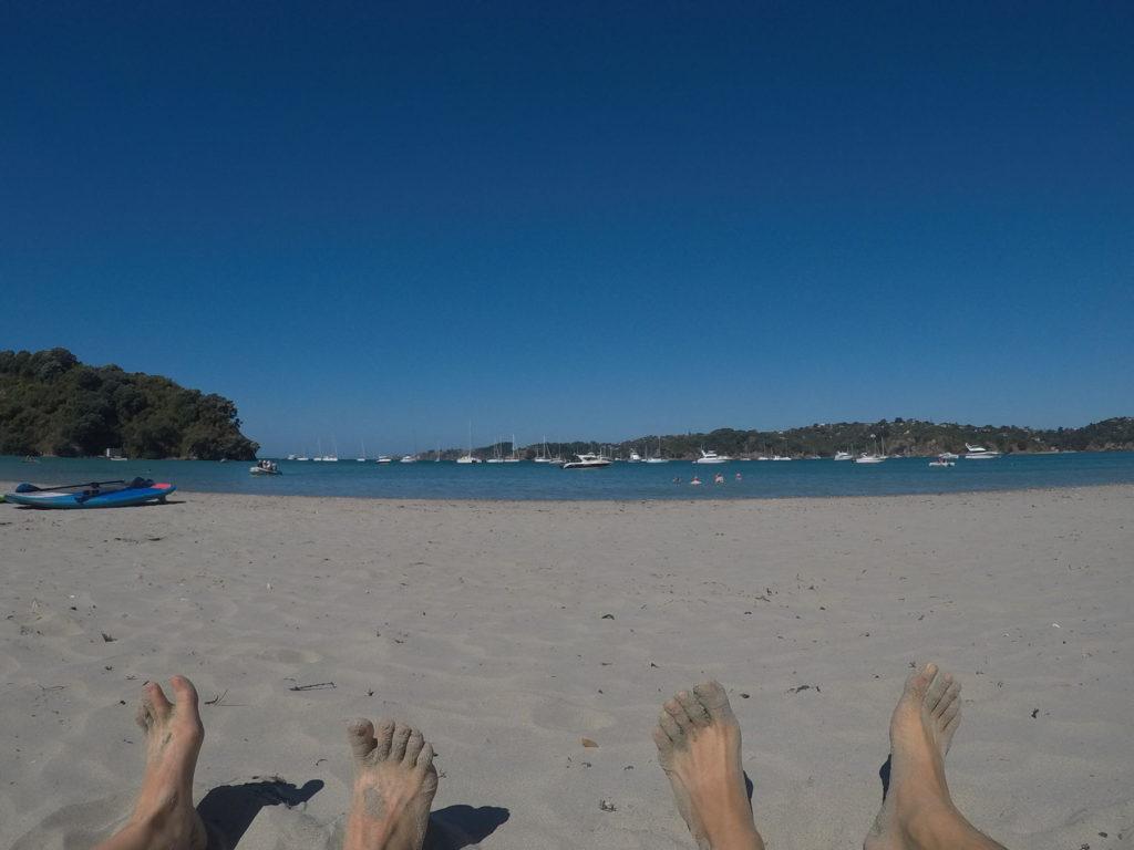 オネロアビーチにて、ハイキング後の日光浴