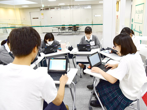 パソコンを使用した授業のようす