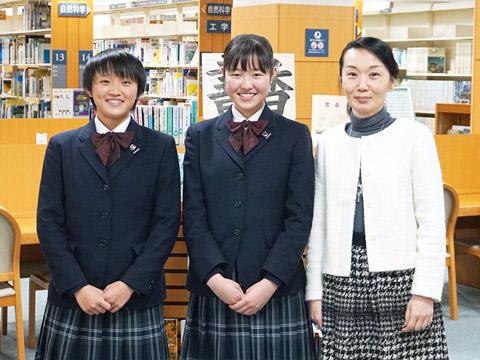 中3生の鈴木さん、大越さん、国語科教諭で中学生徒会指導部主任の別所由美子先生