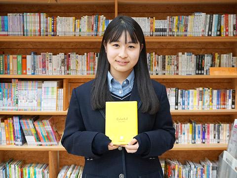 メディアセンター委員(図書委員)と生徒会会計を兼務する山崎さん