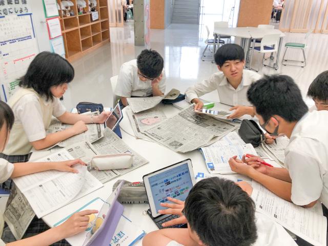 授業風景(iPadを使った探究学習)