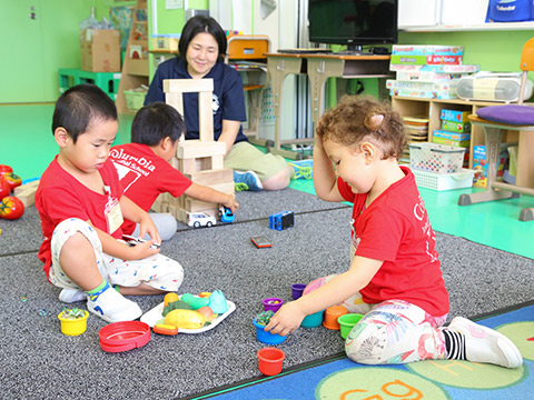 就学前幼児も英語を体感的に学んでいきます。