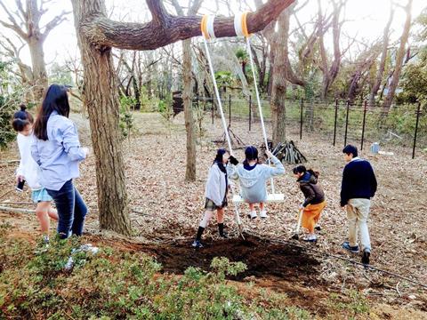 ブランコができてから、「ドルトンの森」はますます人気のスポットに。