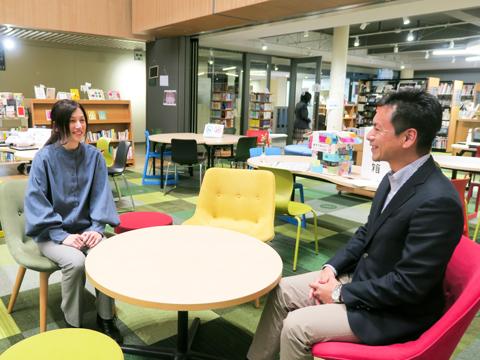 「中学生とは思えないほどの渾身の作品の数々に、たくさんの感動をもらいました」と話す乙守先生と伊東先生