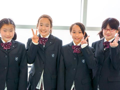 2012年のインタビュー時の遠藤さん(右から2番目)