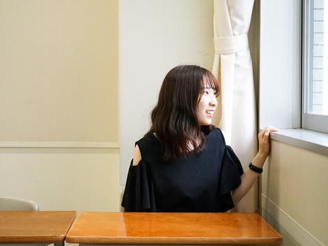 久しぶりに母校を訪れた水野さん。お世話になった先生に出会うと親しげに言葉を交わしていました。