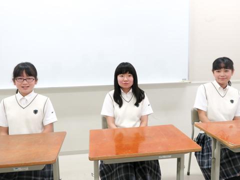 「勉強に対して意識の高い友達が多いから、自分も頑張ろうと思えます」と話す生徒たち。左から水戸部さん、小川さん、尾澤さん。