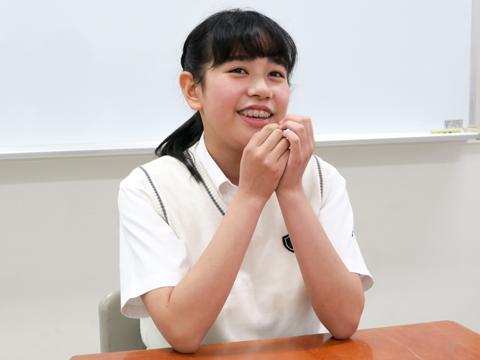 「放課後希望講習」は、普段の教科担当と別の先生が授業をしてくれるのが面白いと語る尾澤さん。