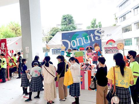 生徒たちの熱い想いに応えたいと開催された学園祭では、感染対策を徹底。生徒たちの笑顔がはじける楽しい学園祭となりました