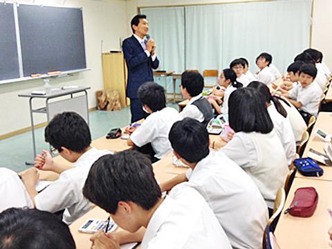 渡邉理事長・校長はこれまでも自ら教壇に立ってきましたが「iP class」ではさらに深い指導をされる予定です。