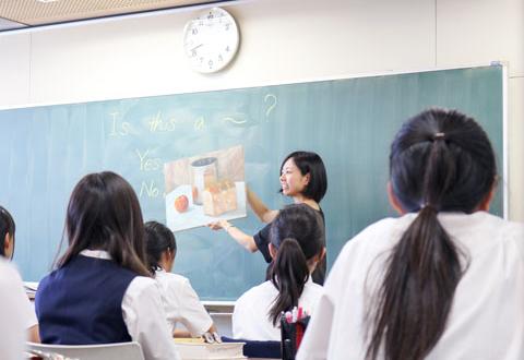 美術の要素を盛り込んだ女子美らしさを感じる授業