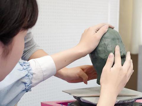 中学2年生:美術への興味を深めながら、たくましさを身につける