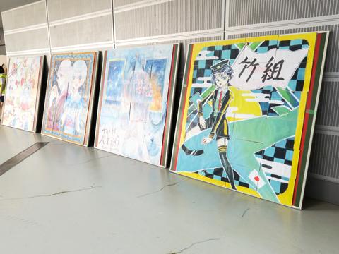 中学2年生が参加する「パズルリレー」は、24ピースに分割された1枚の絵をリレーしながら組み合わせて完成させる競技です。原画の担当は中学3年生です。