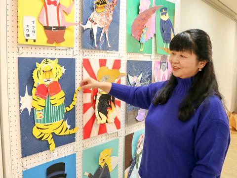 生徒の作品について笑顔で語る遠山香苗先生は、美術科主任としてさまざまなカリキュラムを展開しています。