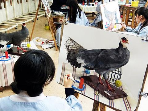 絵を描くことが好きで楽しむ気持ちが一番大事、と遠山先生はおっしゃいます。