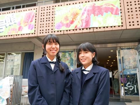 高校2年生の園部さん(左)と、高校3年生の松永さん。