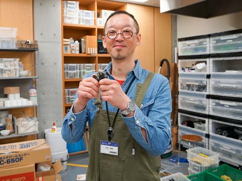 個展を開くなど、アーティストとしても活躍する中村先生