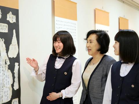 生徒たちとのコミュニケーションが欠かせないと明るくおっしゃる石川先生