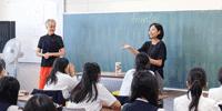 """""""表現力×英語力""""で未来を切り開く女子美の英語授業"""