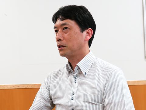 塚原先生は、生徒たちと一人の大人として接している