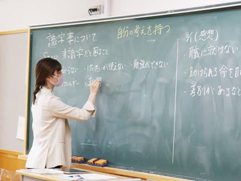 ワークショップで非識字を体験しているため、「非識字だと困ること」についてたくさん意見を出していました。