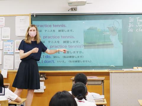山﨑先生とALTのサラ先生