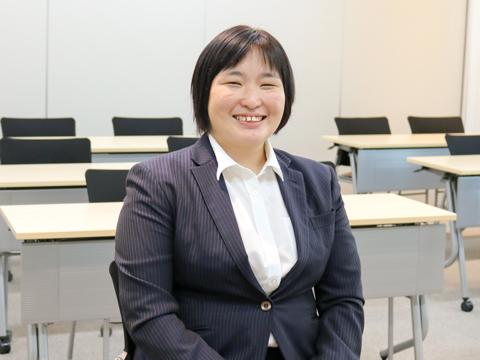 プロジェクト学習を担当し、温かく生徒を導く池田幸代先生。