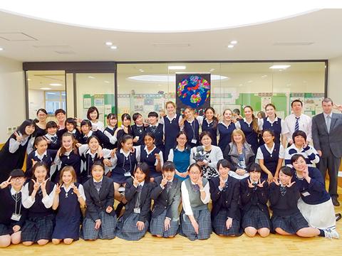 神田女学園では世界各国にある姉妹校との相互交流など、行事の枠を超えて学校の生活の中で自然に行われている