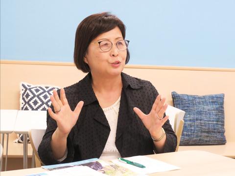 高橋先生は伝統を守りながら革新的女子教育を進めたいと語る