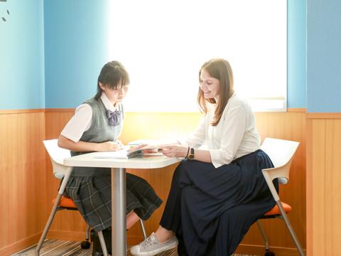 <K-SALC>ネイティブ教員が常駐し、英語学習を後押し