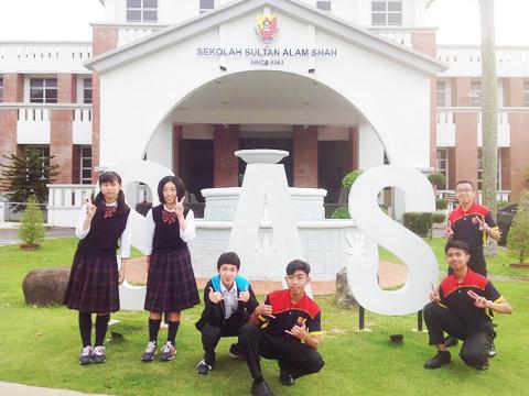 海外研修でマレーシアの大学を訪れた侑枝さん
