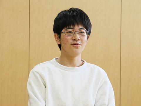 大学卒業後の進路について「ものづくりに関係する仕事に就きたい」と語る富田くん。