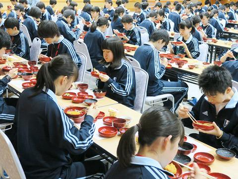 比叡山研修での食事。直前に「いただきます」は「命を頂く」ことだと講和で学んだ
