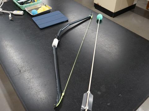 イベントで使用された弓矢。弓は駒込・自然科学部の生徒さんが作成