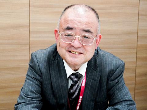 昭和53年に日本大学習志野高等学校に着任し、37年間勤務。平成28年から日本大学明誠高等学校で教頭、平成30年から日本大学東北高等学校で校長を務め、昨年9月より現職に着任した。学校カウンセラーの資格も持つ。