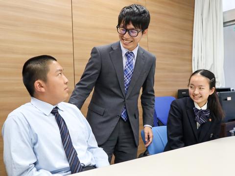 インタビューに応じてくださった1期生の佐古くん、高頭さん、堀先生