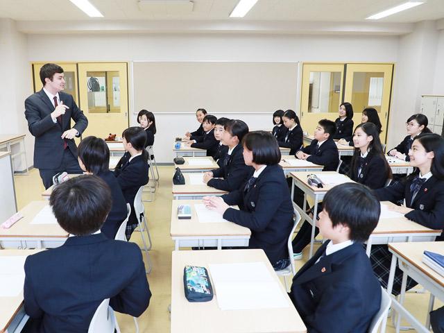 """英語教育②ネイティブの先生がホームルームを行う""""EnglishDay"""""""