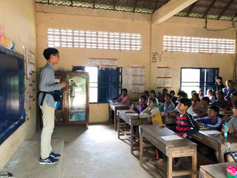 大迫くんは現地の小学校で発表の機会に恵まれました。発表後、全員が拍手を送ってくれて心から歓迎されたと感じました。
