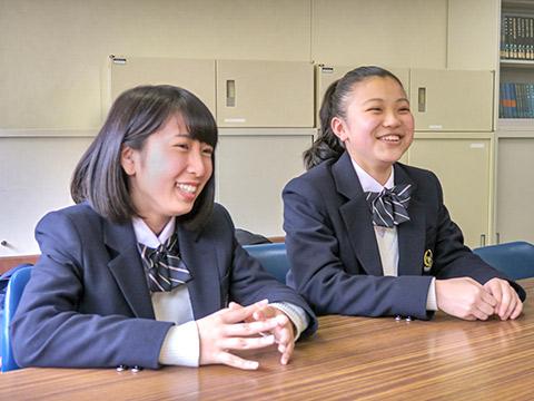 1時間以上の通学にもすぐに慣れたと話す金谷さんと柳迫さん
