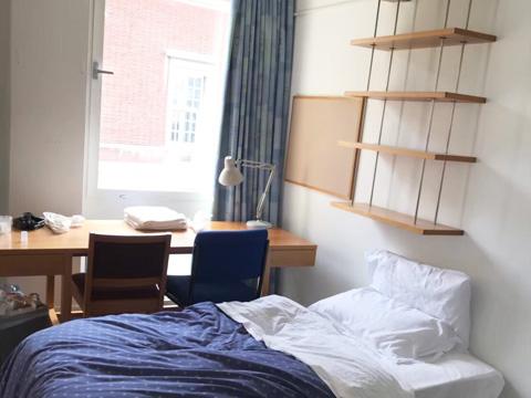 ケンブリッジ大学内の学生寮個室
