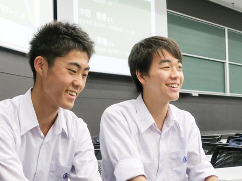経済学の難しさと面白さを体感したと話す杉浦くん(左)と沢井くん(右)