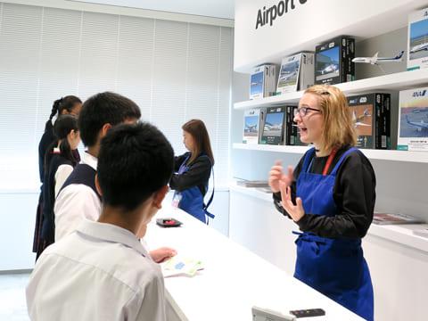 空港のスーベニアショップ。サイズや個数も伝えます。