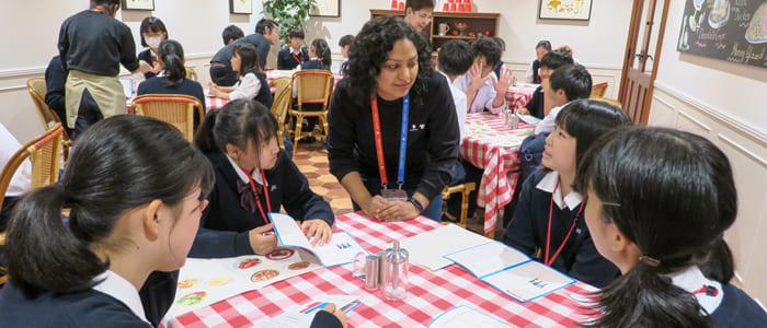 海外生活を疑似体験して学ぶ英語プログラム