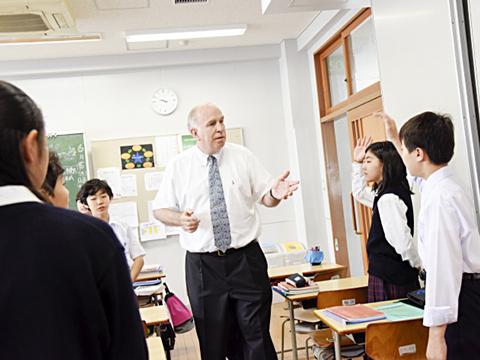 生徒の自主性を引き出す授業を展開し、生徒のスキルを向上。