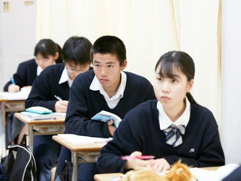 文理の枠にとらわれない完全5教科型のカリキュラムを採用。