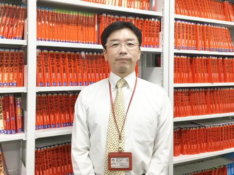 「自ら情報を集めて考える力をつけることで、生徒は進路と真剣に向き合えるようになるのです」と語る藤井先生。