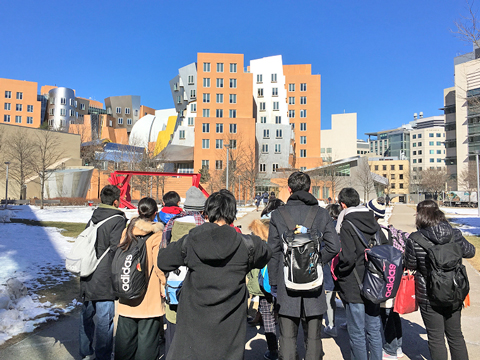 英語によるディベートなど、ハイレベルなミッションが与えられる海外研修「ボストンリーダーシッププログラム」。難題を共に乗り越えた生徒たちは一体感も高まります。