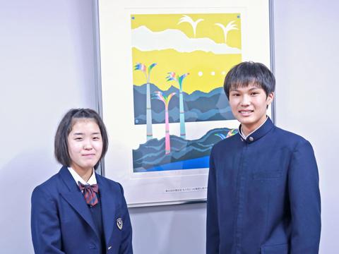 「3学年をまとめる生徒会活動では、高いコミュニケーション力が身につきます」と話す会長の栁澤くん(右)と副会長の大澤さん(左)。