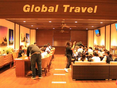海外生活を疑似体験できるTGGでは、さまざまなシチュエーションでネイティブスピーカーとの英会話に挑戦します