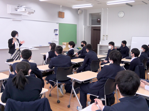 20人の少数クラスのSMGS。「人数が少ないので団結力があり、何かを成し遂げようとする姿勢があるクラスです」とB.Aくん